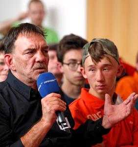 Der Vorsitzende der Berliner Werkstatträte bei der Podiumsdiskussion