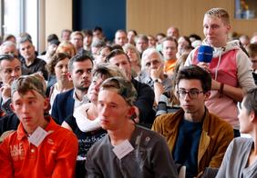 Das Publikum nutzte die Gelegenheit sich an der Diskussion zu beteiligen.
